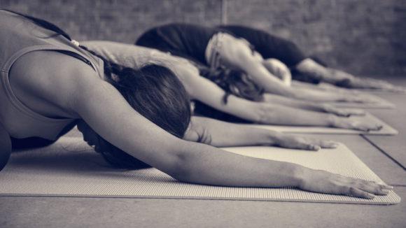 Jooga sopii myös aloittelijalle, sillä notkeus ja voima kehittyvät harjoittelun myötä.