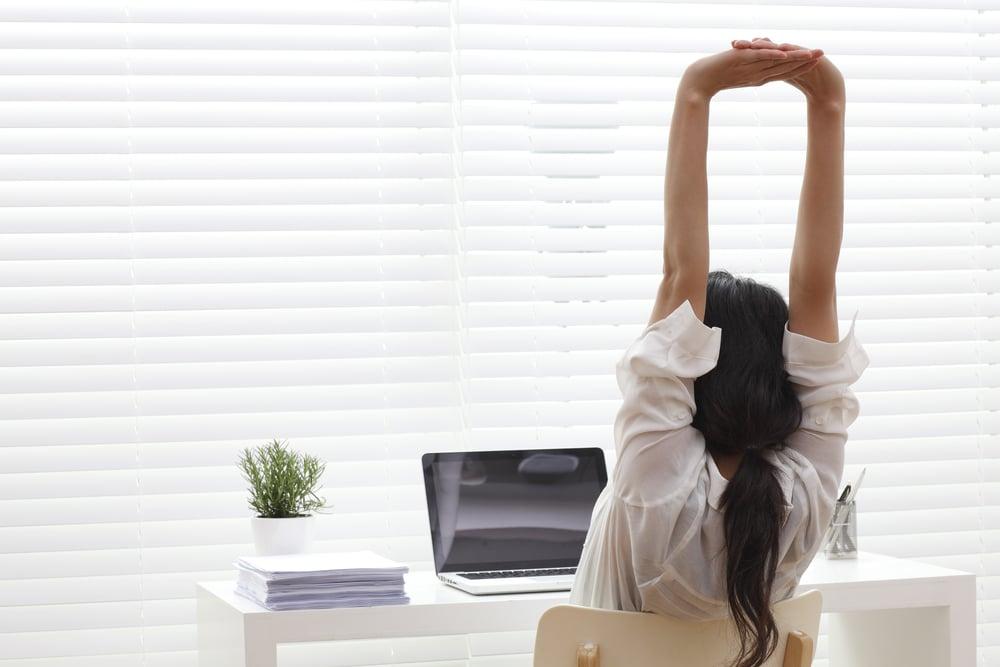 Taukojumppa auttaa ylläpitämään virkeyttä ja välttämään liiallisen istumisen haittoja